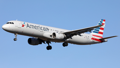 A picture of N171US - Airbus A321211 - American Airlines - © Len Schwartz