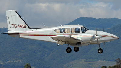 TG-HOR - Piper PA-23-250 Aztec E - Private