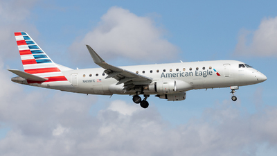 A picture of N438YX - Embraer E175LR - American Airlines - © Felipe Garcia