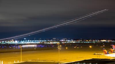 KMSP - Airport - Runway