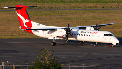 A picture of VHQOX - De Havilland Canada Dash 8400 - Qantas - © Brandon Giacomin