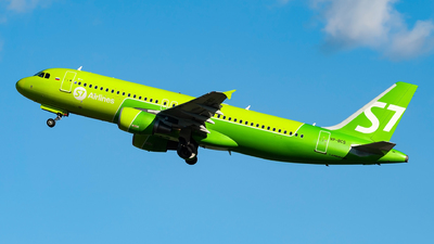 A picture of VPBCS - Airbus A320214 - S7 Airlines - © Lorenzo Delucchi