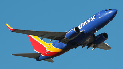 A picture of N415WN - Boeing 7377H4 - Southwest Airlines - © Angel Natal