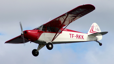 TF-AKK - Piper PA-12 Super Cruiser - Private