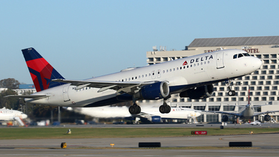 A picture of N333NW - Airbus A320211 - Delta Air Lines - © Kevin Porter