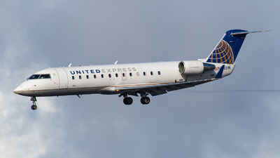A picture of N916SW - Mitsubishi CRJ200LR - United Airlines - © AirPilot_Photography