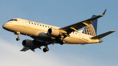 A picture of N640RW - Embraer E170SE - United Airlines - © Marty B