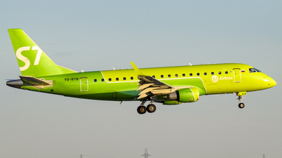 A picture of VQBYB - Embraer E170STD - S7 Airlines - © Alexander Listopad
