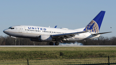 A picture of N15712 - Boeing 737724 - United Airlines - © DJ Reed - OPShots Photo Team