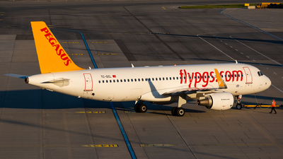A picture of TCDCL - Airbus A320214 - Pegasus Airlines - © Thomas Ranner