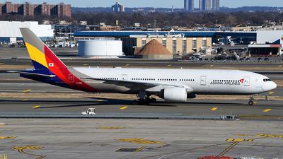 HL8284 - Boeing 777-28E(ER) - Asiana Airlines