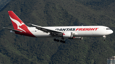 A picture of VHEFR - Boeing 767381F(ER) - Qantas - © Jonathan L - Skies of Pearl