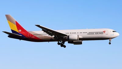 A picture of HL7514 - Boeing 76738E - Asiana Airlines - © REDSOX