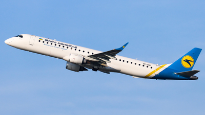 UR-EMF - Embraer 190-200LR - Ukraine International Airlines