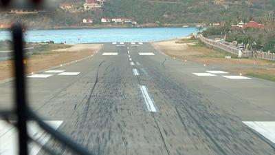 TFFJ - Airport - Runway