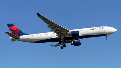 A picture of N818NW - Airbus A330323 - Delta Air Lines - © Sebastian Thiel