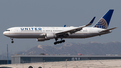 A picture of N664UA - Boeing 767322(ER) - United Airlines - © Adrian Tong