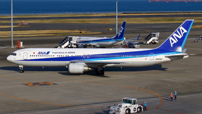 A picture of JA8342 - Boeing 767381 - All Nippon Airways - © Seo Masuda