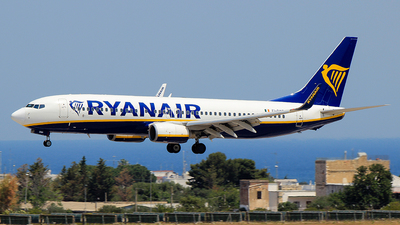 A picture of EIDWP - Boeing 7378AS - Ryanair - © Pampillonia Francesco - Plane Spotters Bari