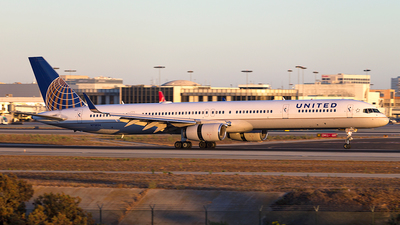 N75854 - Boeing 757-324 - United Airlines
