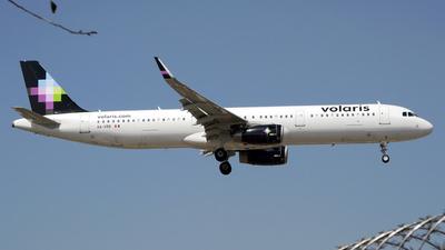 A picture of XAVRB - Airbus A321231 - Volaris - © Alex Zothique