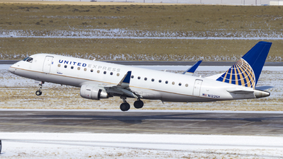 A picture of N122SY - Embraer E175LR - United Airlines - © David Lee