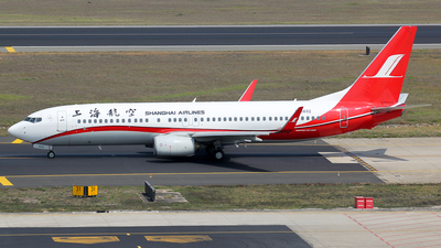 A picture of B5692 - Boeing 73789P - Shanghai Airlines - © Wanping Chen