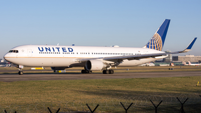 A picture of N644UA - Boeing 767322(ER) - United Airlines - © David John Dillon