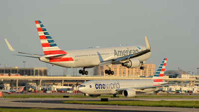 N380AN - Boeing 767-323(ER) - American Airlines