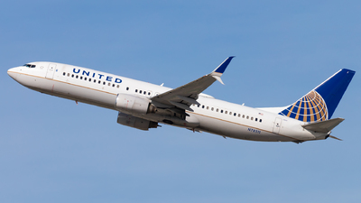 A picture of N78511 - Boeing 737824 - United Airlines - © Eric Esots