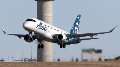 A picture of N650QX - Embraer E175LR - Alaska Airlines - © Mike MacKinnon