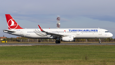 A picture of TCJTN - Airbus A321231 - Turkish Airlines - © Loredana Cioclei