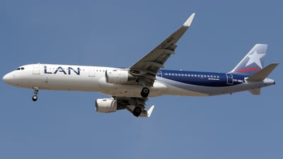 CC-BEC - Airbus A321-211 - LAN Airlines