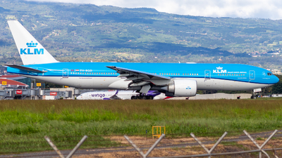 A picture of PHBQD - Boeing 777206(ER) - KLM - © Alonso Cisneros