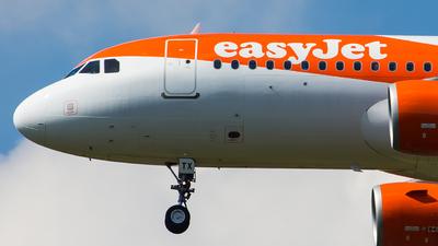 G-EZTX - Airbus A320-214 - easyJet