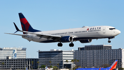 A picture of N813DN - Boeing 737932(ER) - Delta Air Lines - © Rocky Wang