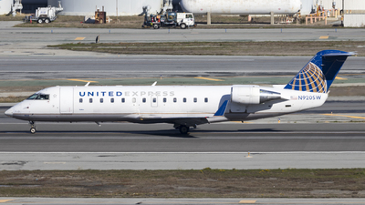 A picture of N920SW - Mitsubishi CRJ200LR - United Airlines - © David Lee