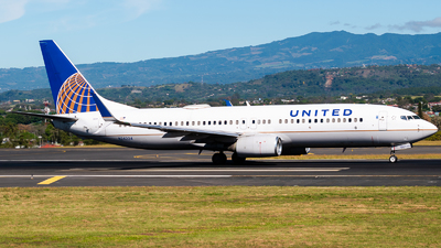 A picture of N24224 - Boeing 737824 - United Airlines - © Ivan Jimenez Rojas