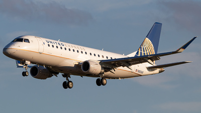 A picture of N80348 - Embraer E175LR - United Airlines - © Joe Waxman