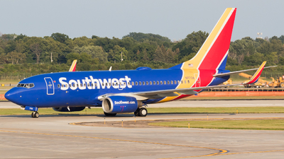 A picture of N7713A - Boeing 7377BD - Southwest Airlines - © Saul Hannibal