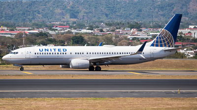 A picture of N87513 - Boeing 737824 - United Airlines - © Alfredo La Red