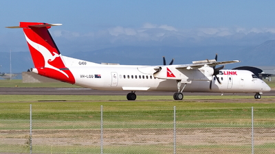 A picture of VHLQQ - De Havilland Canada Dash 8400 - Qantas - © Dave Parer