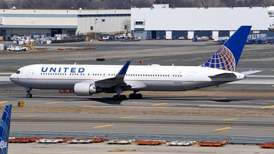 A picture of N667UA - Boeing 767322(ER) - United Airlines - © Rocky Wang