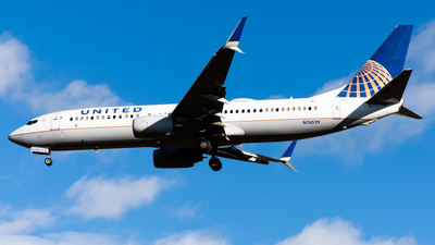 N76529 - Boeing 737-824 - United Airlines