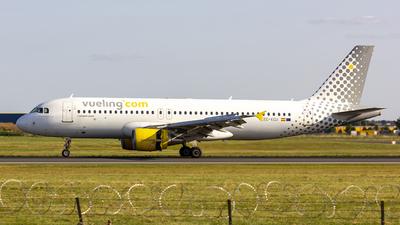 A picture of ECKCU - Airbus A320216 - Vueling - © Matthias Caroff