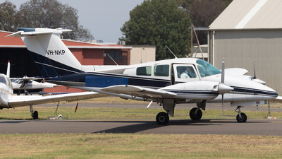 VH-NKP - Beechcraft 76 Duchess - Schofields Flying Club