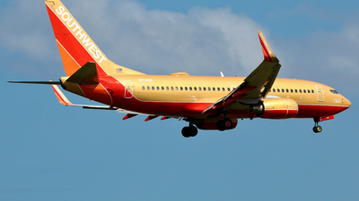A picture of N714CB - Boeing 7377H4 - Southwest Airlines - © Robert Maverick Rivera