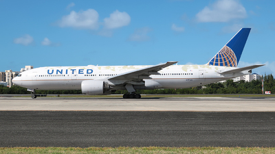 A picture of N791UA - Boeing 777222(ER) - United Airlines - © Angel Natal