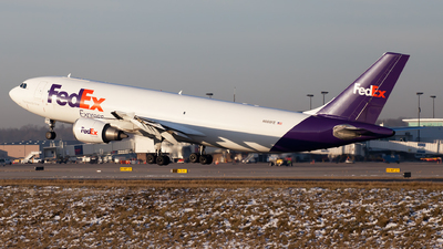 A picture of N668FE - Airbus A300F4605R - FedEx - © steve