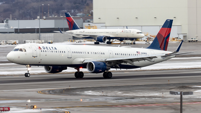 A picture of N318DX - Airbus A321211 - Delta Air Lines - © xuxinyi1000